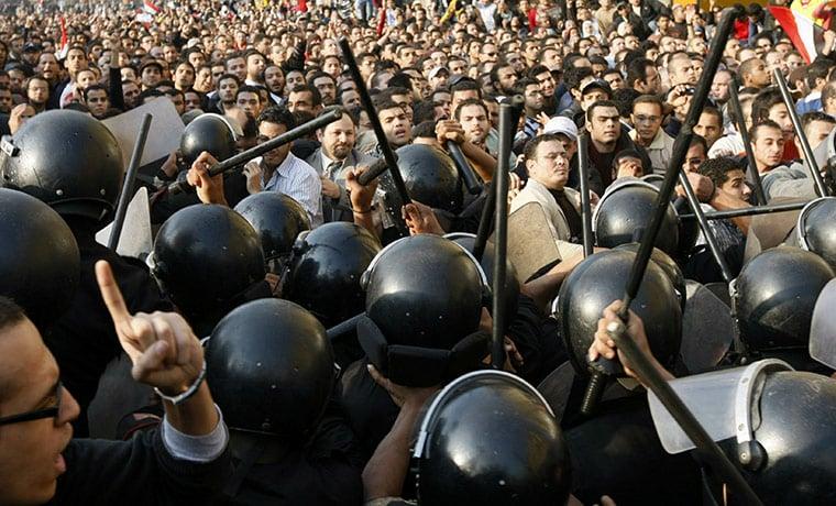 Demonstrators-clash-with--008.jpg