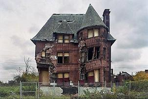 """Dying Detroit"":: The Impacts of Globalization. Social Decay and Destruction of an Entire Urban Area"