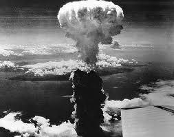 Plus jamais Hiroshima, plus jamais Nagasaki, l'heure est à l'abolition de l'arme nucléaire.