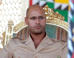 Des accusations de crimes de guerre menacent Kadhafi et son fils