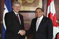Amérique latine : Harper préfère moins de démocratie