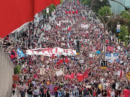 Québec: Une immense manifestation soutient les étudiants en grève et dénonce la loi 78