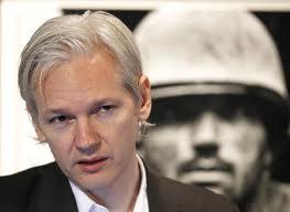 Le fondateur de Wikileaks Julian Assange s'exprime à partir de l'ambassade d'Equateur