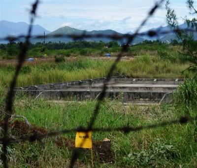 la-zone-contaminee-de-danang-(ici-sur-l-aeroport-une-ancienne-base-americaine)-est-signalee-par