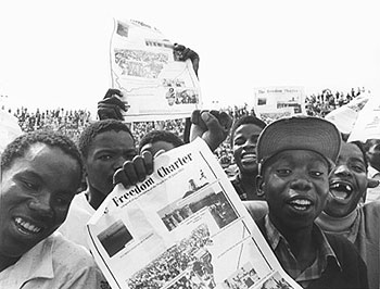 Youths-at-Freedom-Charter-demonstration-Soweto-1986-by-Paul-Weinberg