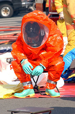 US_Navy_030219-N-0252D-005_Emergency_Response_Team_(ERT)_members_practice_going_through_decontamination_procedures_after_inspecting_a_space_suspected_to_be_contaminated_by_harmful_chemical_or_biological_