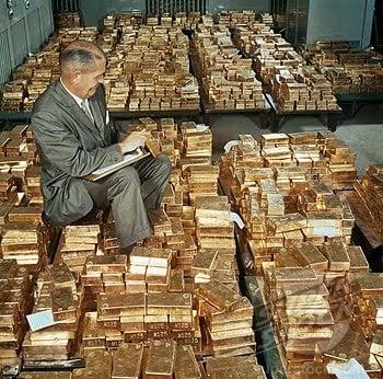 https://www.globalresearch.ca/wp-content/uploads/2014/11/man-sitting-on-gold.jpg