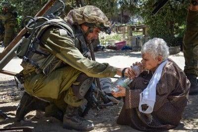 IsraeliSoldierGivesWaterToGhalyaAbu-Rida