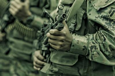 soldier-hand-machine  gun