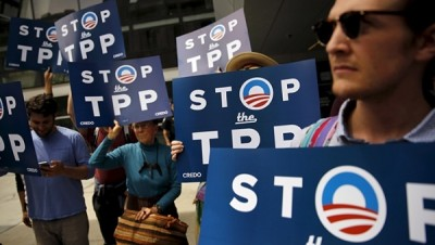 Demonstrators protest the TPP trade deal. | Photo: Reuters