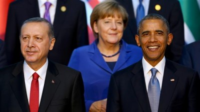 (From L) Turkish President Recep Tayyip Erdogan, German Chancellor Angela Merkel and US President Barack Obama stand for a family photo during the G20 Leaders Summit in Antalya, Turkey, November 15, 2015. ©AFP