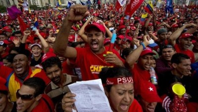 Supporters of Venezuelan President Hugo Chavez attend his campaign closure rally in Caracas, on October 4, 2012. | Photo: AFP