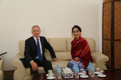Former UK Prime Minister Tony Blair meets with National League for Democracy chairwoman Aung San Suu Kyi in Naypyidaw on Thursday, Jan. 7, 2015. (Photo: NLD Chairperson Office / Facebook)