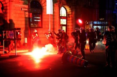 Canada – Agents provocateurs de la police démasqués lors d'une manifestation anti-austérité à Montréal Manif-anti-aust%C3%A9rit%C3%A9-d%C3%A9c-2015-400x264