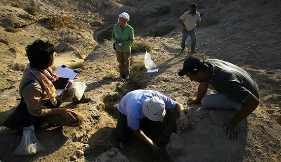 Members of the German Archaeological Institute take part in an excavation in the area of al-Hirah outside the holy Iraqi city of Najaf during a mission to search for Christian artifacts, Oct. 10, 2015. (photo by HAIDAR HAMDANI/AFP/Getty Images)