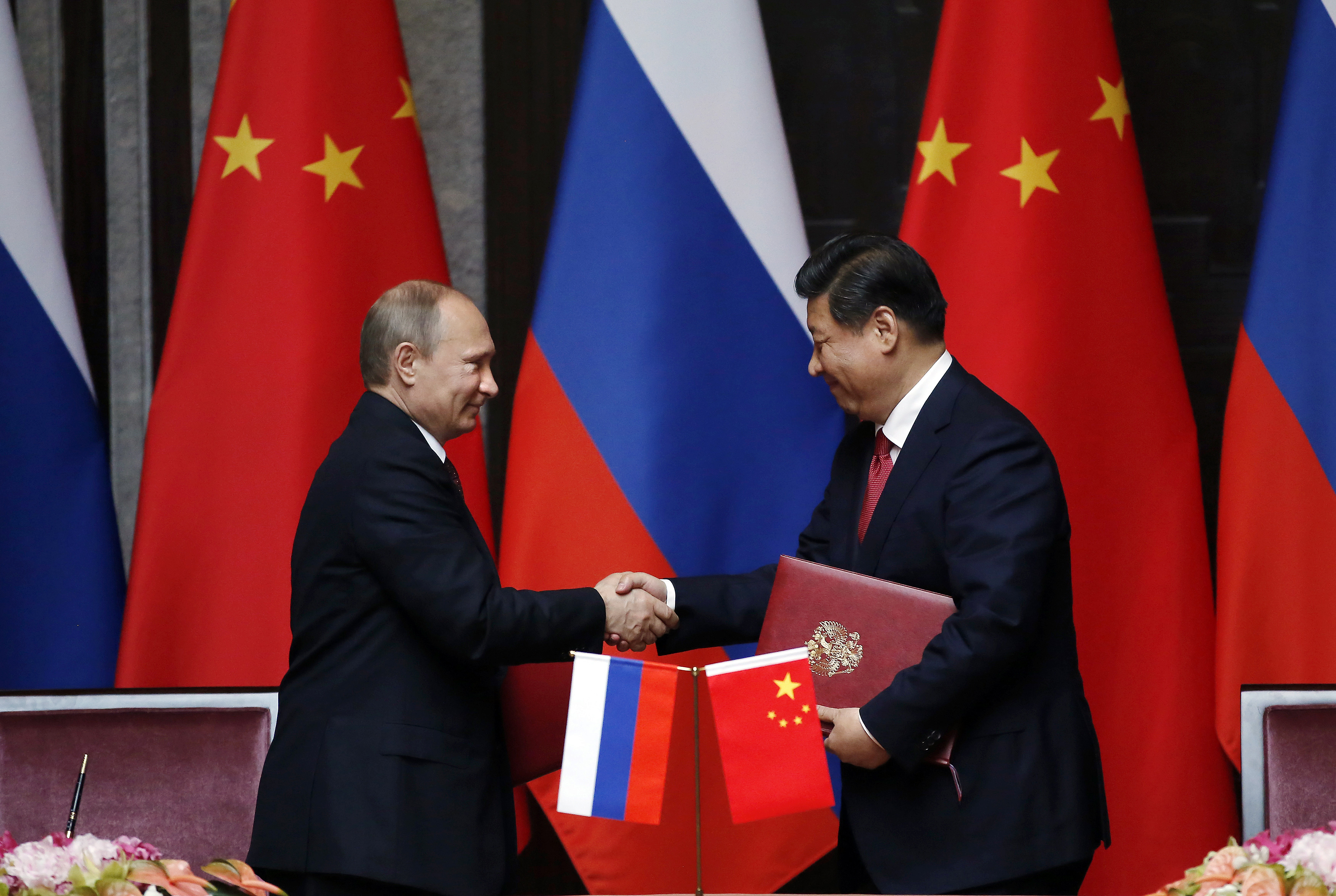 "Challenging Dollar Hegemony: Russia and China Are Containing America's Attempts to ""Reshape the World Order"""