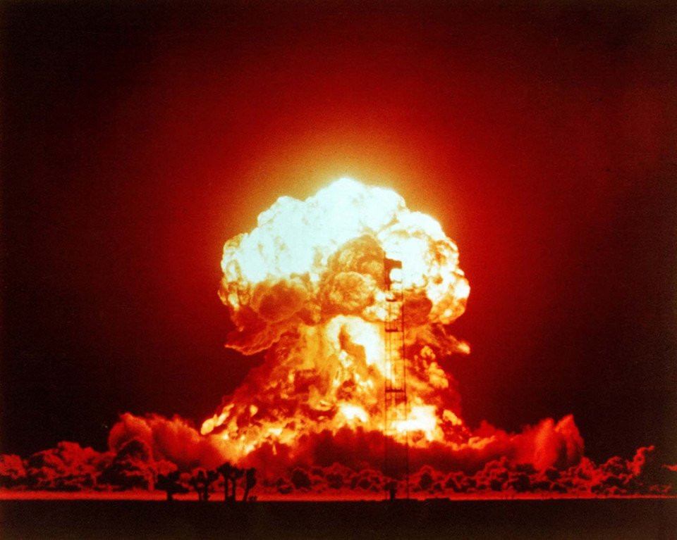 The Cliff of Nuclear Annihilation: Humanity is on the Brink of Extinction! Thirty Seconds to Midnight