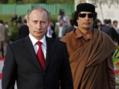 O presidente russo, Putin, encontra o líder líbio Muammar Kadafi em Trípoli