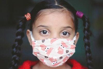 """CDC benutzt Masken als Waffen sowie Segregation unter Kindern, um ihnen experimentelle """"Impfstoffe"""" spritzen zu können"""